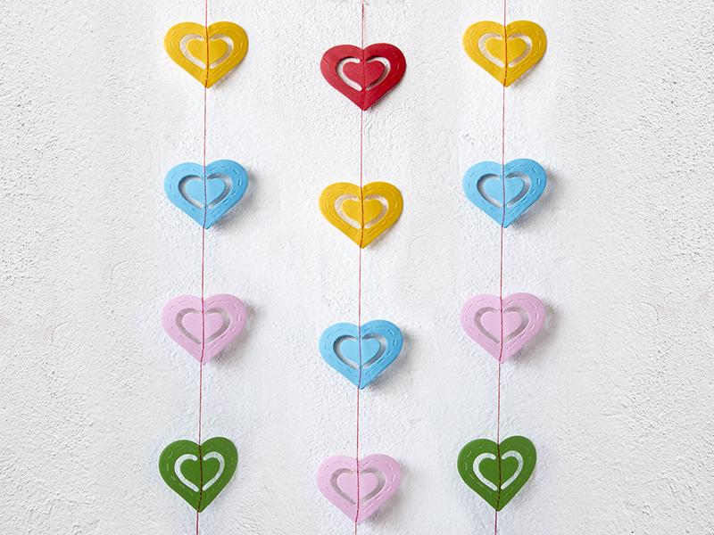 Гирлянда бумажная на нитке 2м (сердца)